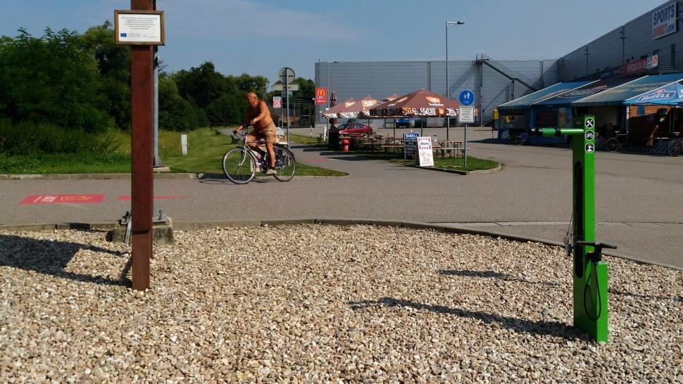 AVION Brno servisni cyklostojan Mantis